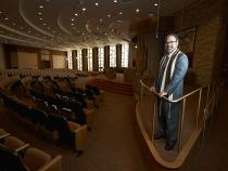 Rabbi Sanford Akselrad in the Joyce & Jerome Mack Sanctuary at Congregation Ner Tamid on the Greenspun Campus for Jewish Life.