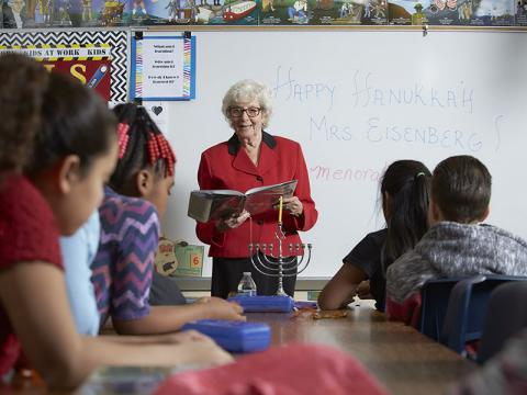 Longtime Las Vegas resident Dorothy Eisenberg reads to fourth-grade students attending the school bearing her name.